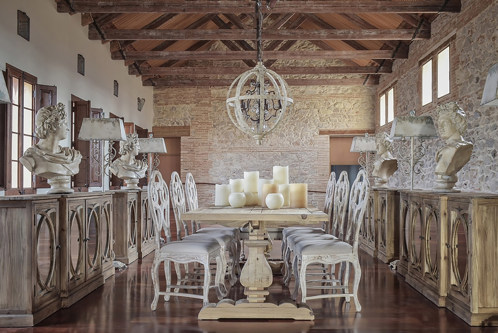 Vidiecka jedáleň z masívneho dreva