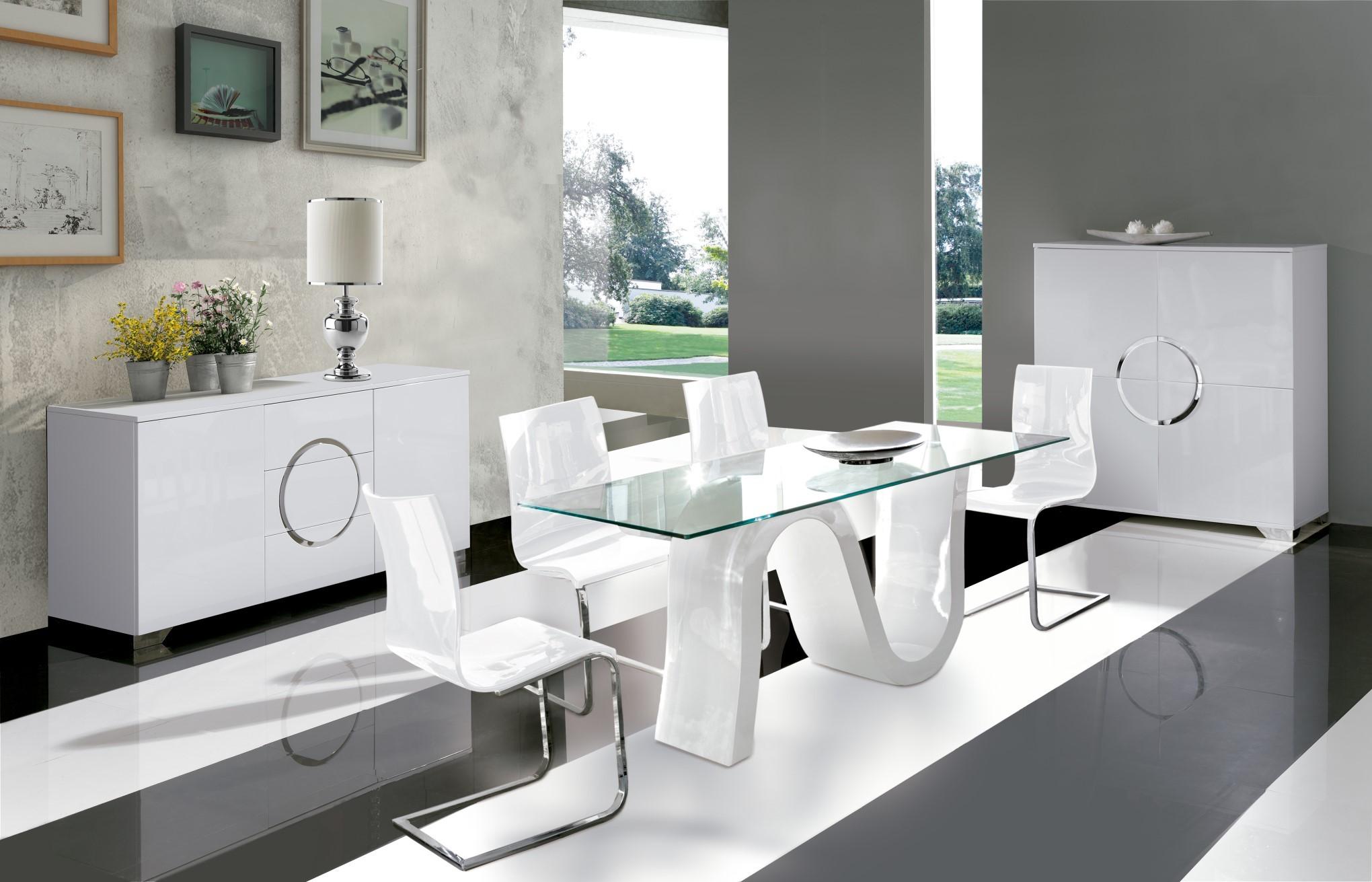 Sklenený jedálenský stôl s bielou podnožou